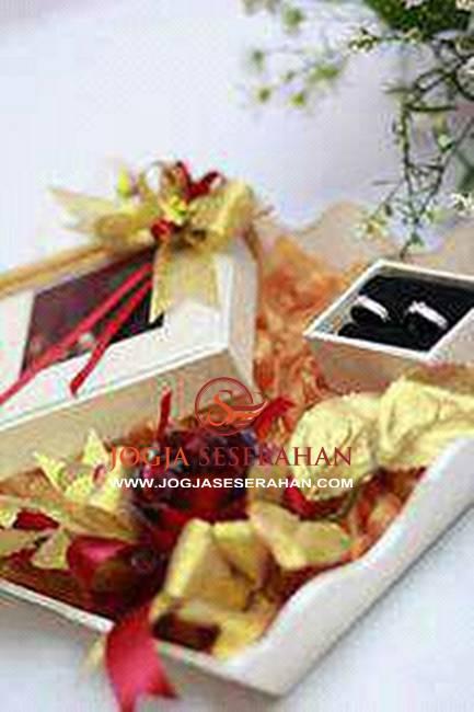 Hantaran pernikahan mahar uang souvenir undangan foto prewedding